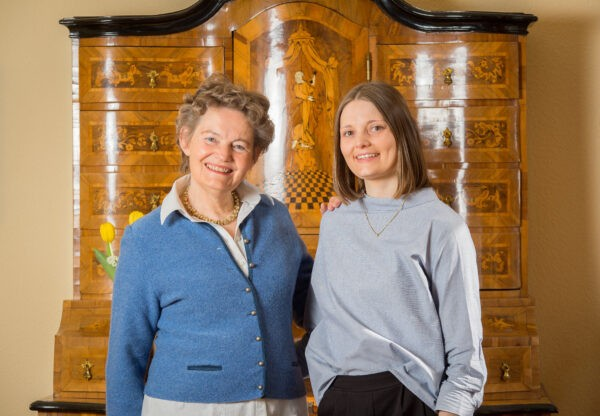 Wwe. Dr. H. Thanisch Erben Thanisch - - Owner Sofia Thanisch & Daughter, Christina